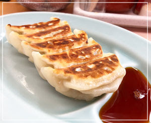 「かいざんラーメン」の焼き餃子。焼き目がカリッと、ジューシーでおいしかったです。