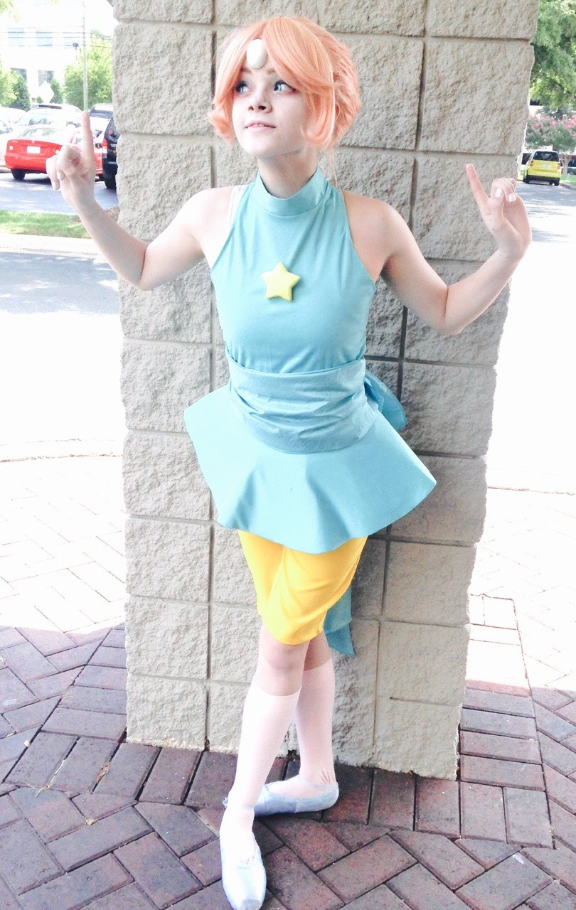 ⠀ ⠀ some photos of me from oak city comic show 2015 !! ⠀  photographer: doomedcalliope ⠀ about my pointe shoes/pointe shoe safety!!