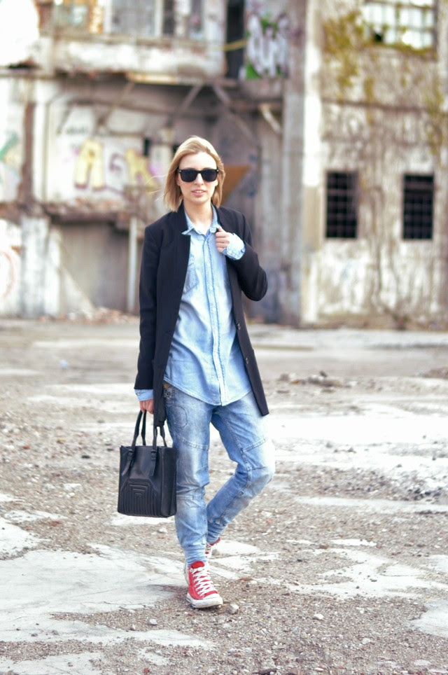 h&m boyfriend blazer h&m basic denim oversized shirt pull and bear baggy jeans red converse all stars zara tote bag outfit post fashion blogger turn it inside out belgium