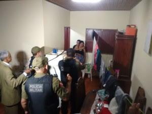 Grávida foi liberada após as negociações entre polícia e criminosos (Foto: Amarildo Gonçalves/TV Tapajós)