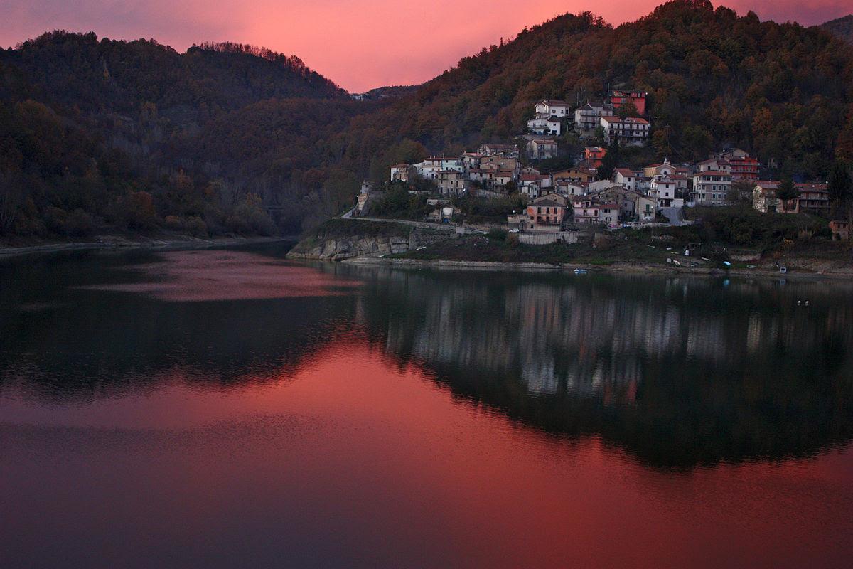 Fil: Solnedgång på Fiumata.jpg