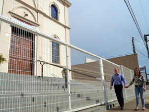 Amigos da igreja apoiaram o namoro do casal com deficiência visual (Foto: Leon Botão/G1)