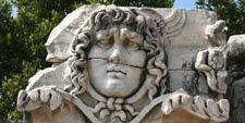 Foto de la cabeza de Medusa en el Santuario de en Didyma, costa del Egeo (Turquía)
