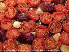 Soep van geroosterde tomaten en gerookte knoflook