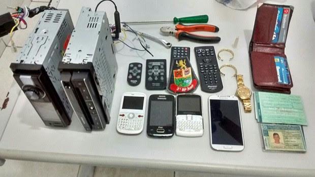 Itens furtados foram recuperados pela polícia em Caraguatatuba (Foto: Polícia MIlitar/ Divulgação)