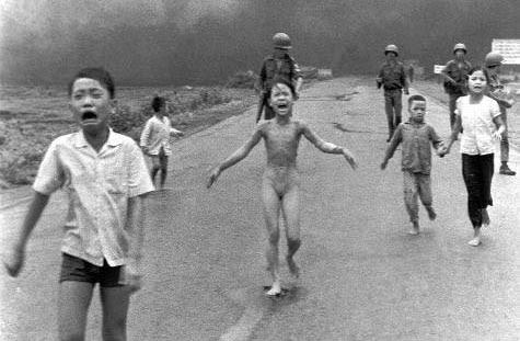 Ναπάλμ των  USA  σε Βιετναμέζους τρομοκράτες