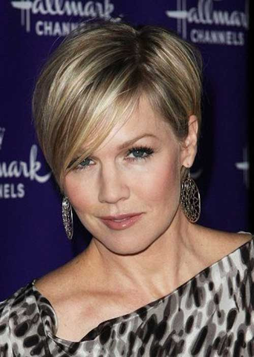 30 Short Hairstyles For Women Over 40 - Stay Young And Beautiful - Haircuts & Hairstyles 2020