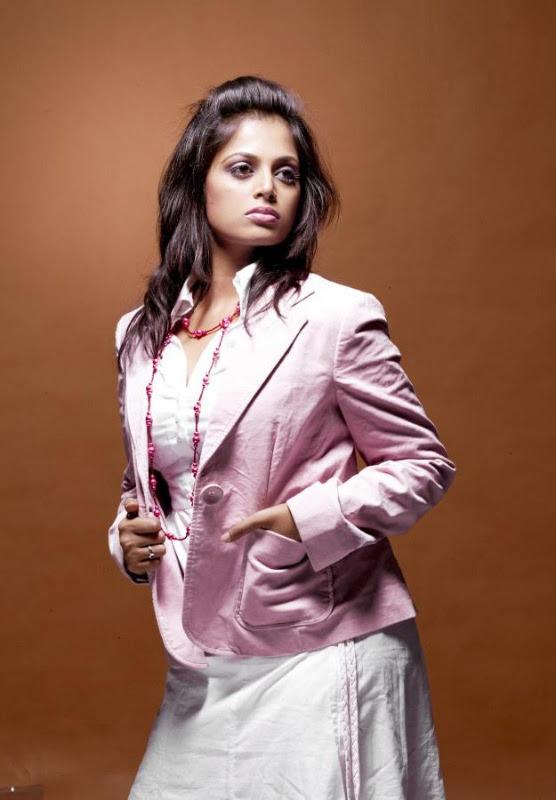 sindhu menon latest hot photo shoot stills 06 Sindhu Menon Latest Hot Photo Shoot Stills