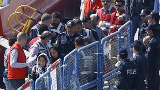 Refugiats arriben a Turquia procedents de Grècia