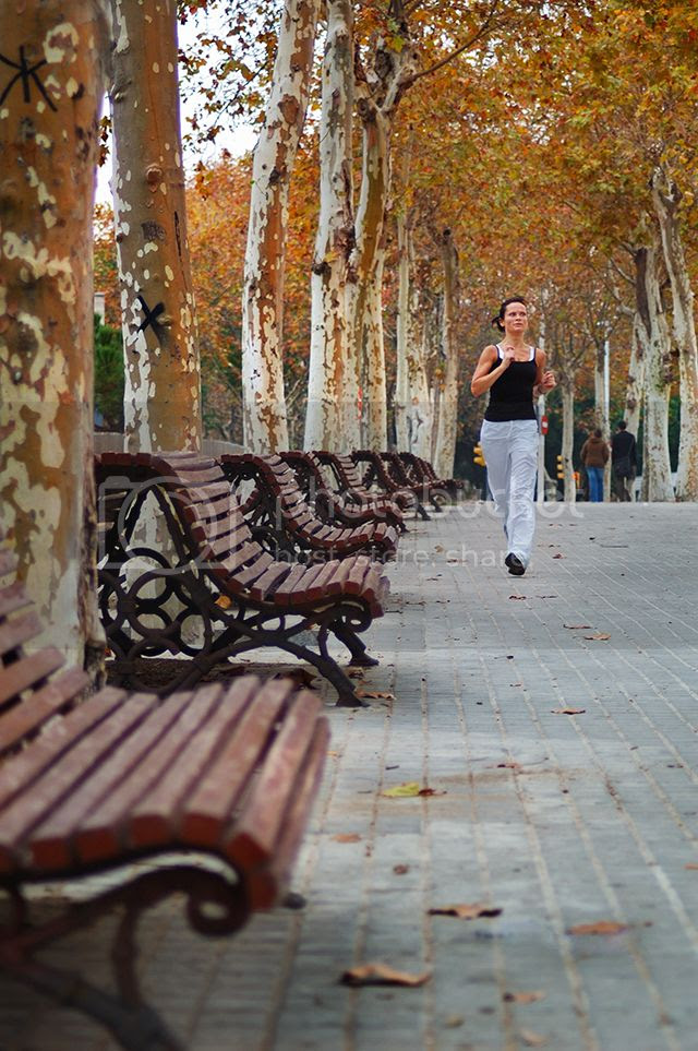 Jogging girl in Barcelona [enlarge]
