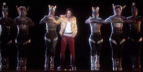 Alguns dos dançarinos de MJ usar gaiolas ao redor de suas cabeças, provando que as pessoas que trabalham nesta indústria da música são escravos literal para o ritmo.