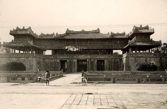 L'entrée principale de la citadelle de Huê, 1925-1930