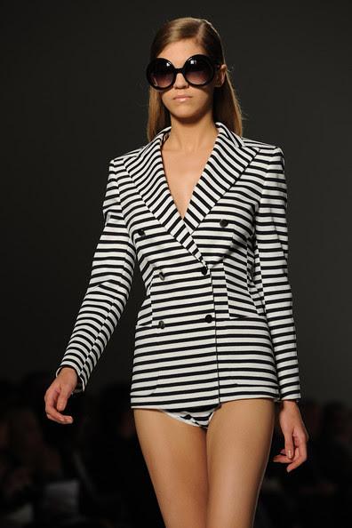 Max+Mara+Milan+Fashion+Week+Womenswear+2011+I4JteBcOhYjl