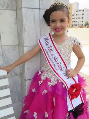 Manu Rodrigues vestida de Miss Estado de São Paulo Princesas Del Mundo (Foto: Mariane Rossi/G1)