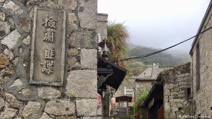 Taiwan Anti-Kommunistischer Spruch (DW/Tsou Tzung Han)
