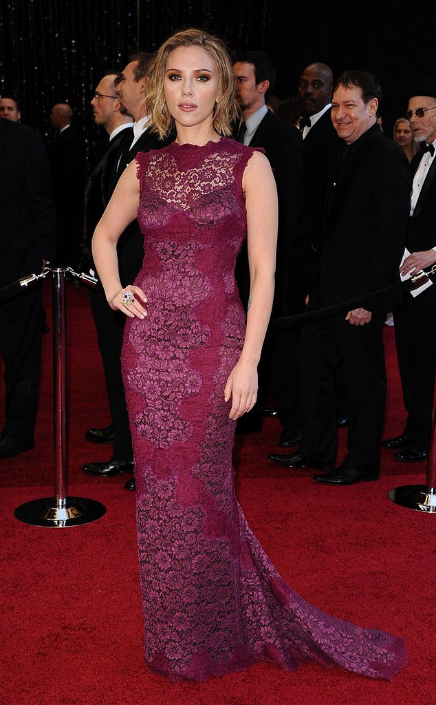 Scarlett-Johansson-in-Dolce-Gabbana oscar 2011