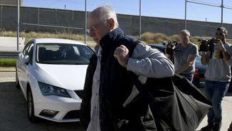 Rodrigo Rato en el moment d'entrar a la presó madrilenya de Soto del Real (EFE)