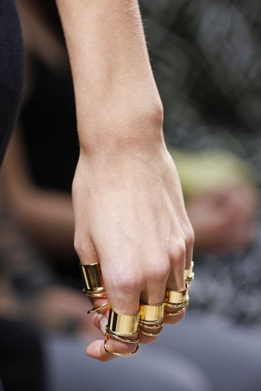 LE FASHION BLOG GOLD JEWELRY BALENCIAGA SPRING SUMMER SS 2013 SHOW COLLECTION MULTIPLE SPIRAL CLEAN YELLOW GOLD RINGS KNUCKLES