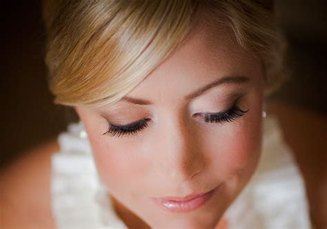 4 Tips for Applying False Eyelashes   Project Wedding