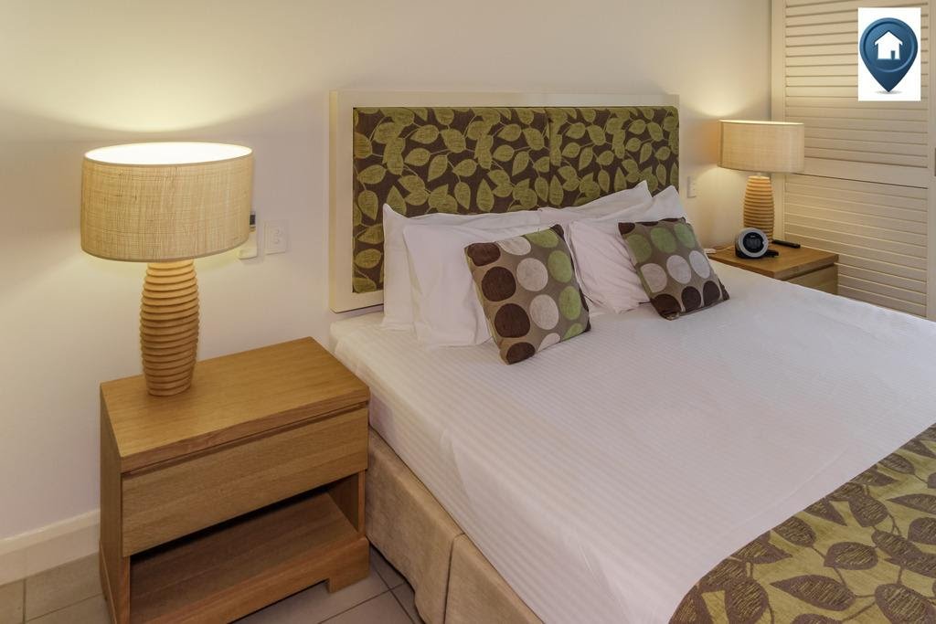 hotel near Cairns Tansy - Luxury Private Apartment at The Beach Club