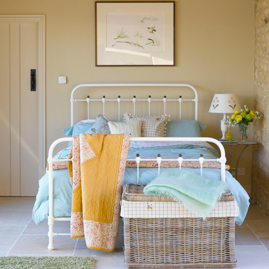 7-summer-bedroom-design-ideas-Simple country bedroom | Home ...