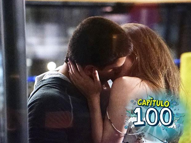 Bianca e Duca dão beijão! (Foto: Tv Globo)