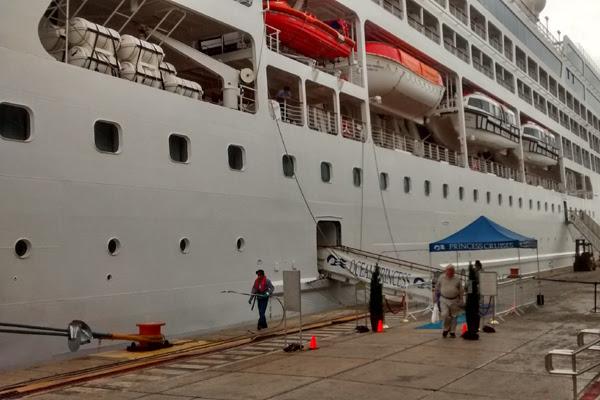 Navio Ocean Princess atracou nesta sexta-feira no Porto de Natal; Codern prevê crescimento de 50% do número de cruzeiros em 2016