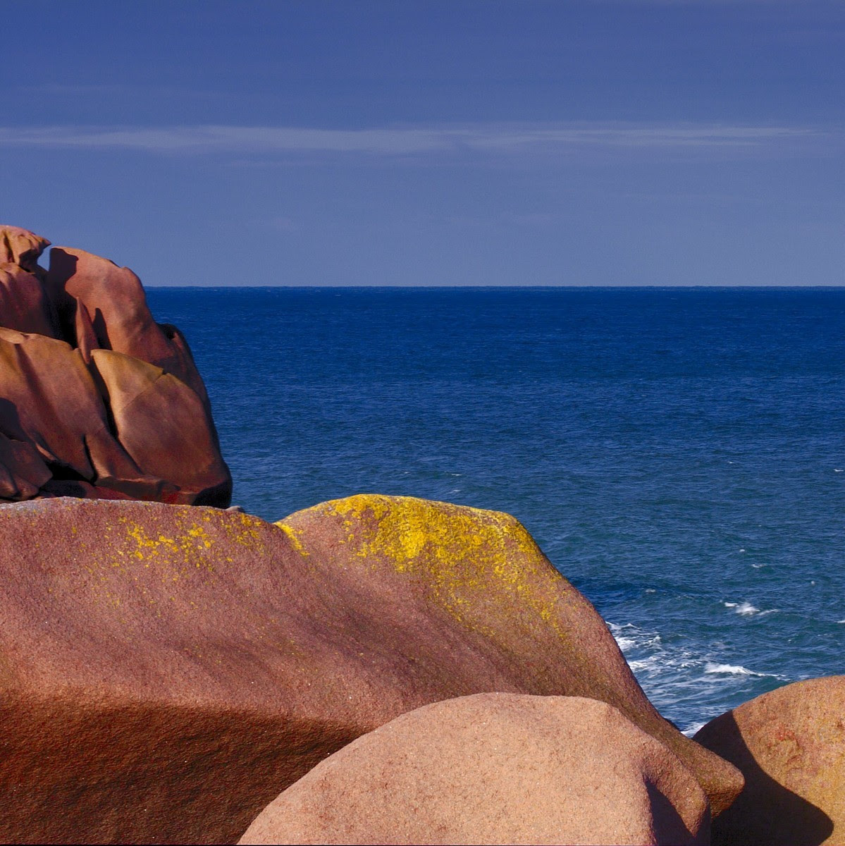 leuchtende Steine am Meer
