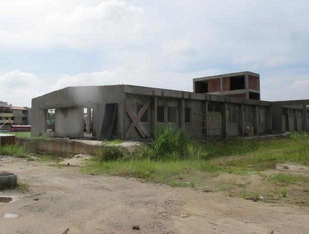 Módulo do time do profissional do Flamengo em construção, mas obra está parada  (Foto: Janir Júnior / Globoesporte.com)