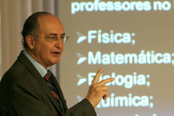 Otávio  Tavares, secretário, fala sobre o déficit de profissionais