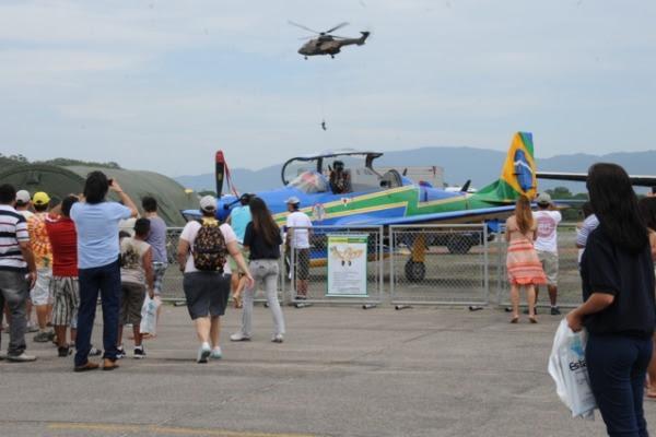 apresentação estática do A-29 Super Tucano