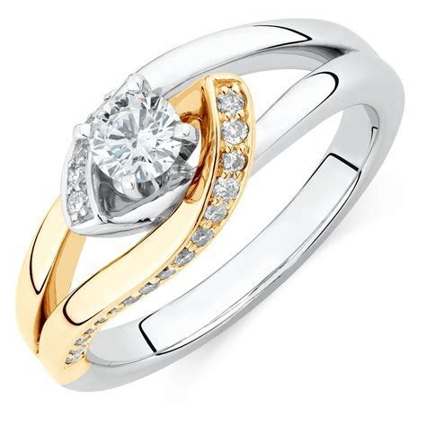 Engagement Ring with 1/2 Carat TW of Diamonds in 14ct