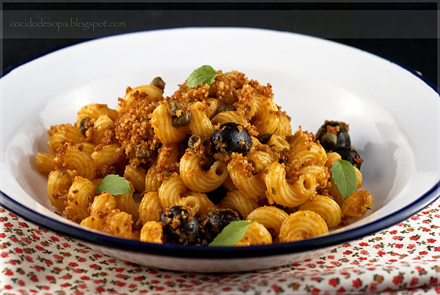 Amorelli con tapenade de tomate y crujiente_