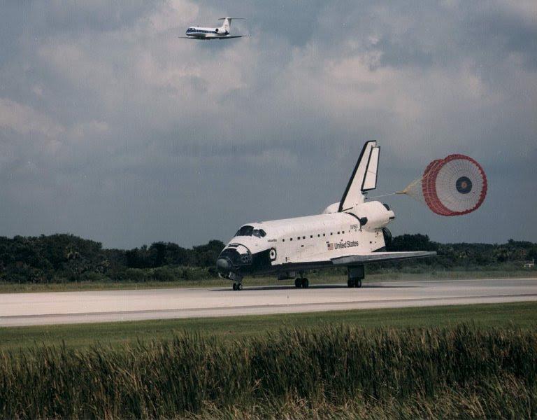 Jul07-1995-STS71landing