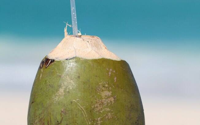 Água de coco. Foto: Getty Images