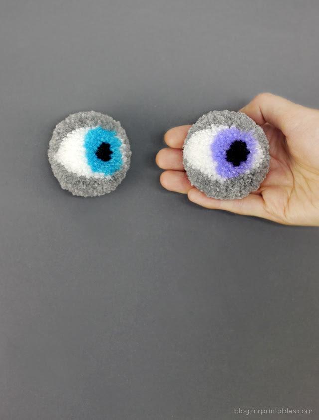 как сделать помпончики в виде черепа, привидения или глаза