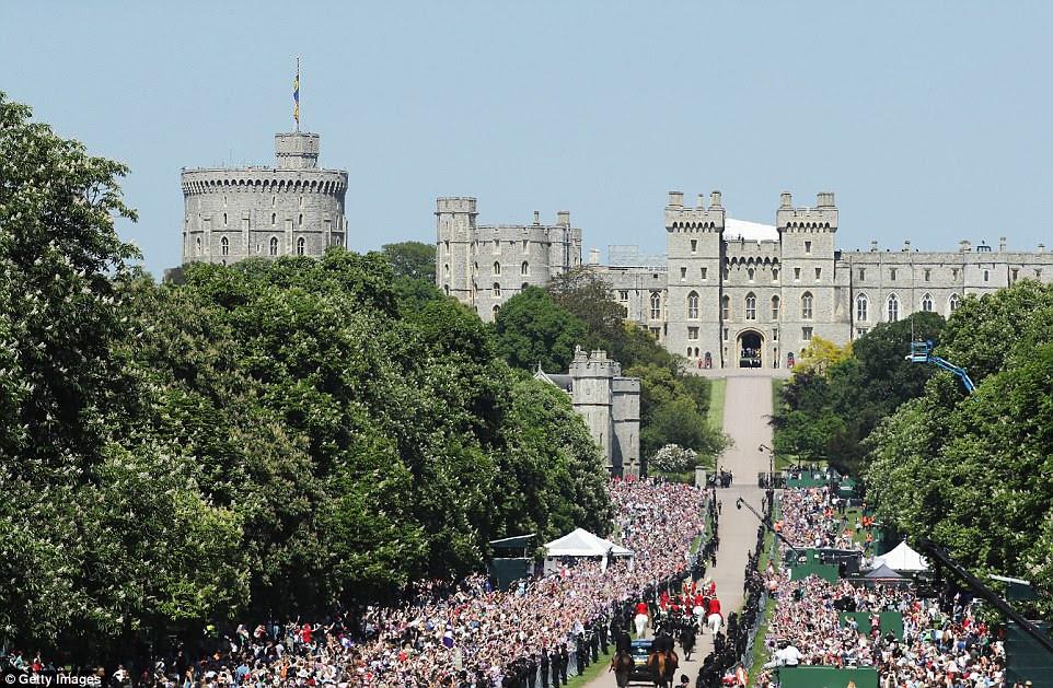 Harry y Meghan están celebrando dentro del castillo con 600 invitados, muchos de los cuales son famosos desde el escenario o la pantalla