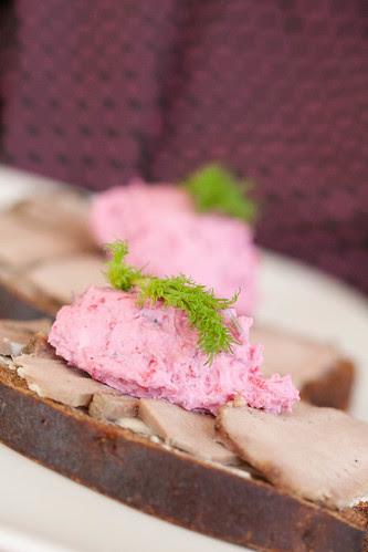 Rye bread, lamb's tongue, beetroot & horseradish spread