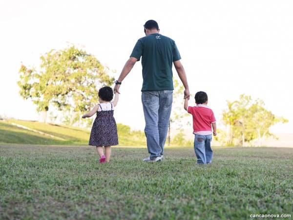 Como um pai educa seu filho