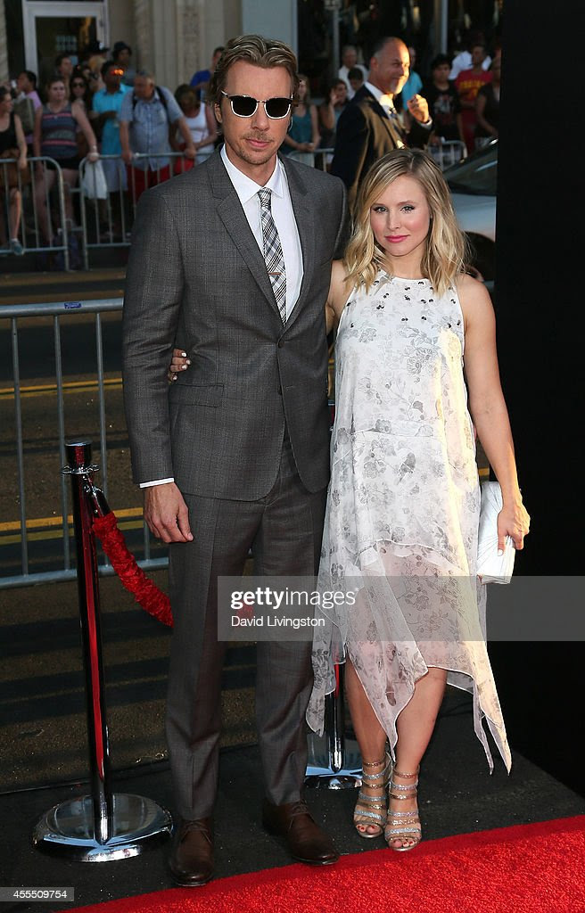 Actor Dax Shepard (L) and wife actress Kristen Bell attend the ...