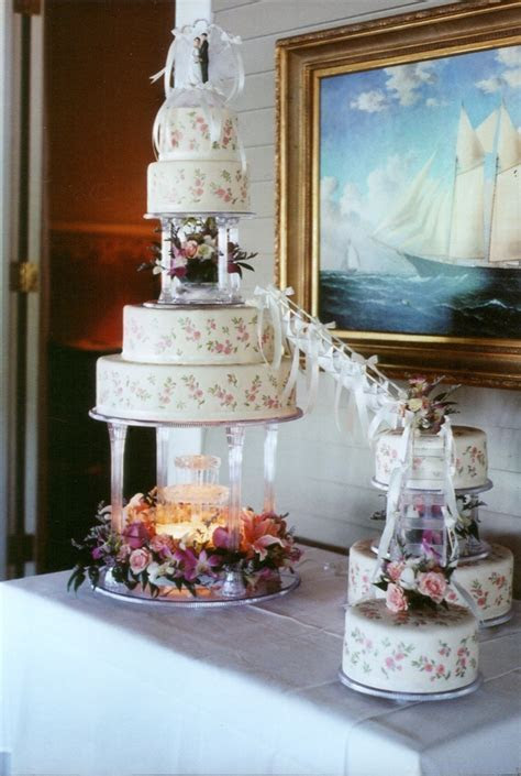 Four Tier Wedding Cakes With Fountains HD Wallpaper