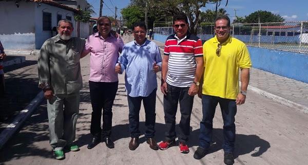 EX-PREFEITO JOÃO NETO, O PADRE, GEORGE LUÍS, PREFEITO ALAN LINHARES E O PREFEITO SÉRGIO ALBUQUERQUE.