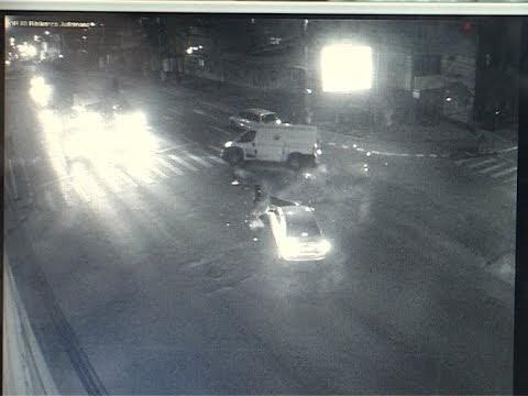 VIDEO Cum s-a produs accidentul cu ambulanța răsturnată. Imagini de pe camera de supraveghere