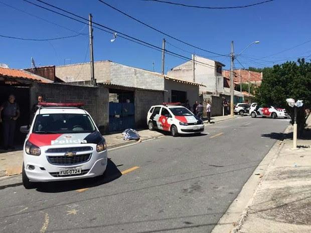 Homem foi morto no bairro Campos dos Alemães, na zona sul (Foto: Divulgação/Polícia Militar)
