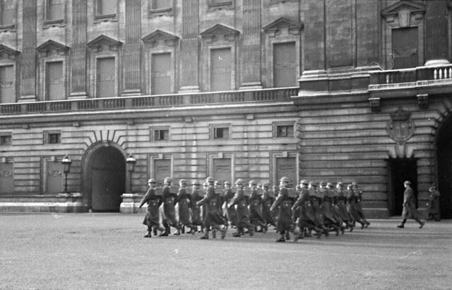 Guard Change at Buckingham Palace 02