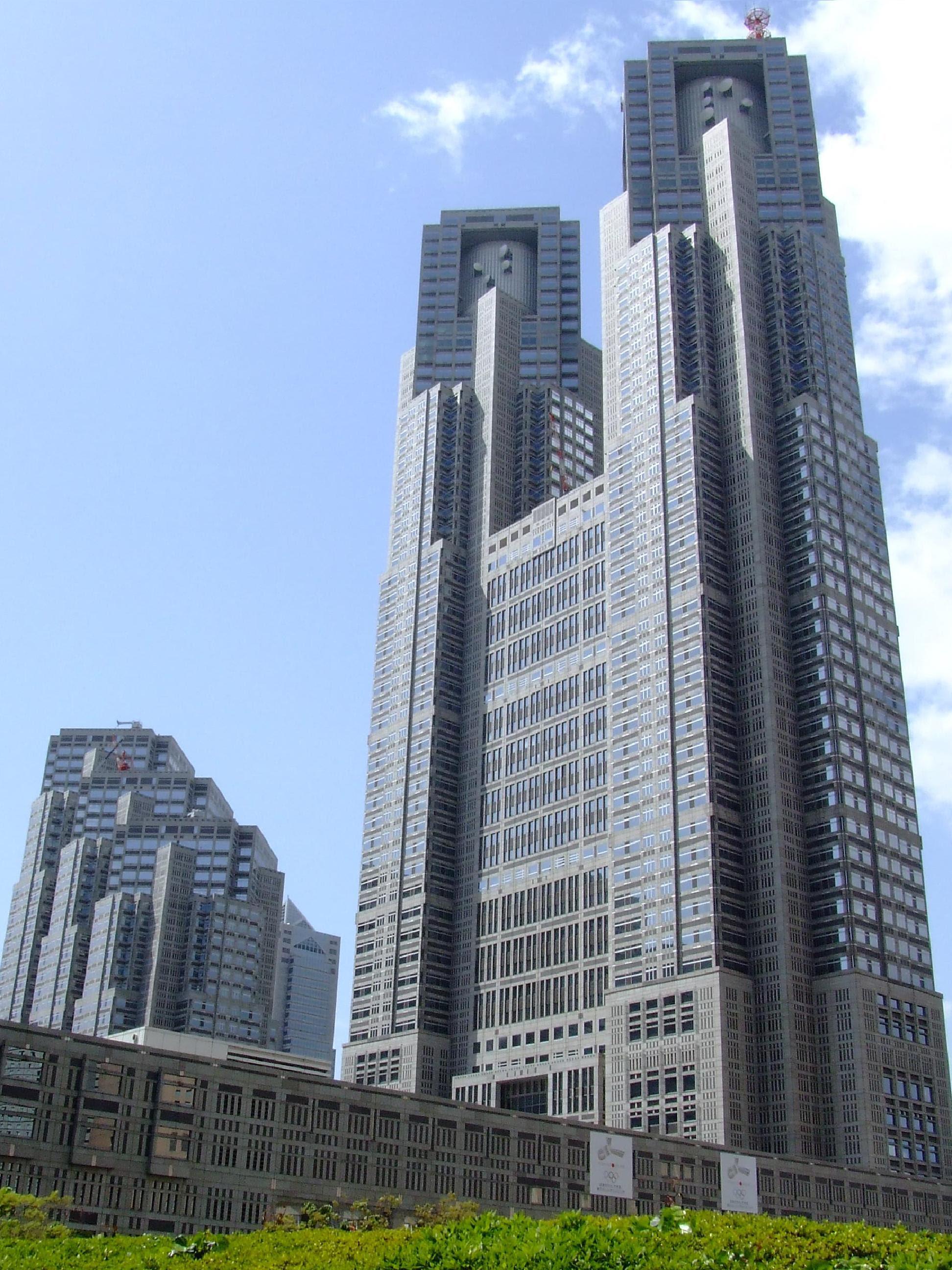 http://upload.wikimedia.org/wikipedia/commons/b/b8/Tokyo_Metropolitan_Government_Building_Oka1.JPG