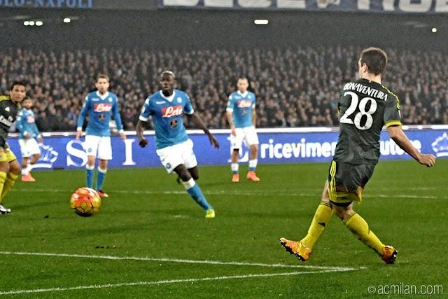 Milan segura Napoli fora de casa e segue na briga para a Europa League