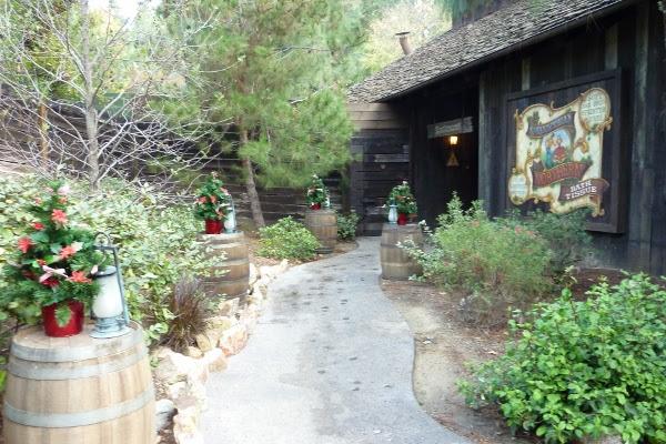 Rustic Holiday Decor Ideas from Disneyland's Big Thunder Ranch DL ...