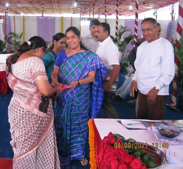 Mrs. Hemanti Kulkarni, President, D S Kulkarni Developers Ltd, honoring a property buyer at the launch of DSK Kunjaban - 1 BHK 2 BHK Flats - Punawale - off Mumbai Bangalore Bypass - Pune 411 045