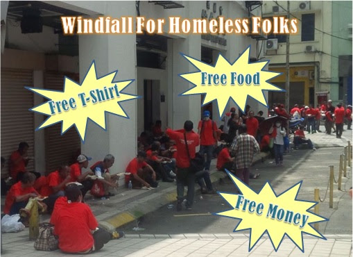 UMNO Red Shirts Rally - Homeless Peope Given Money, T-Shirt, Food